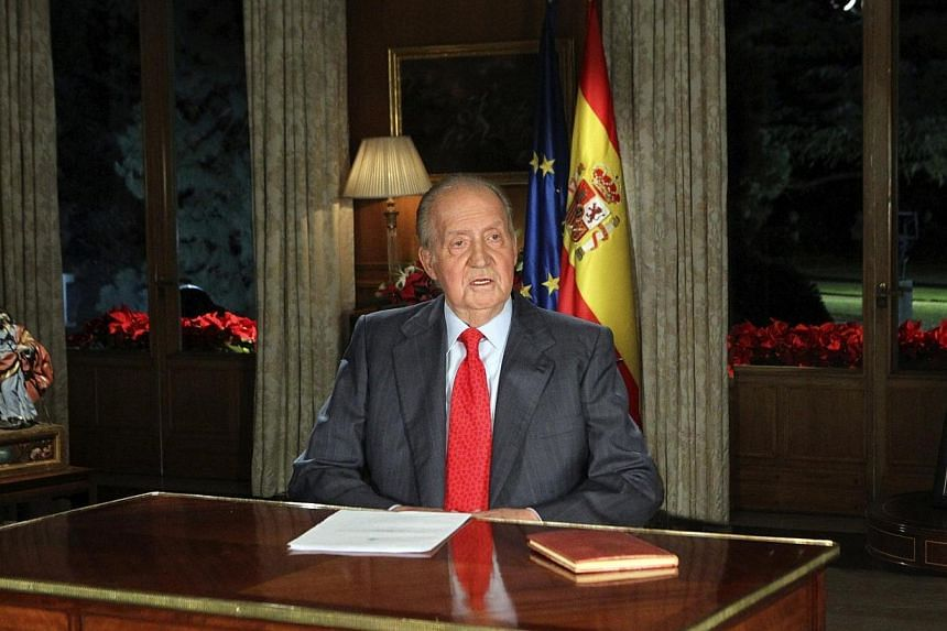 Spanish King Juan Carlos speaks during his traditional Christmas message at Zarzuela Palace in Madrid Dec 24, 2013. Almost two thirds of Spaniards want their king to abdicate and hand the crown to his son, according to a poll released on Sunday.