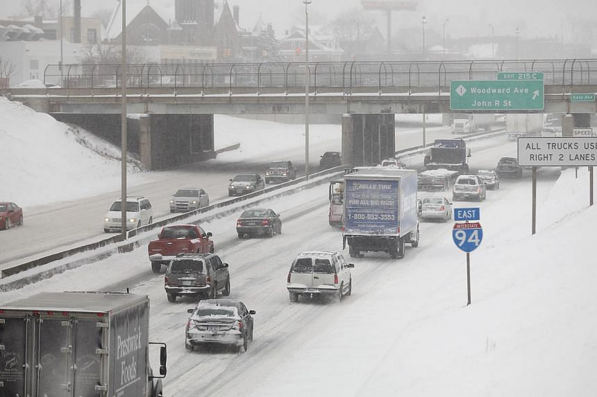 Motorist drive along a snow covered Interstate-94 in Detroit, Michigan on Jan 2, 2014. Many parts of the United States (US) Midwest braced for a blast of Arctic air this weekend that could bring some of the coldest temperatures in two decades before
