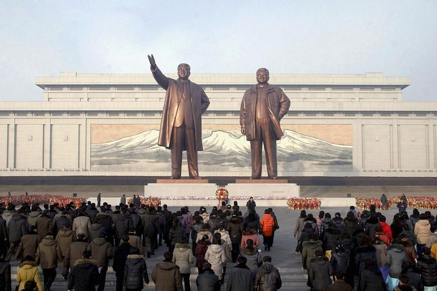 North Koreans celebrate the New Year by visiting statues of North Korea's founder Kim Il Sung and former leader Kim Jong Il at Mansudae hill in Pyongyang, Jan 1 2014. North Korea has replaced its coal minister, apparently after the shock execution of