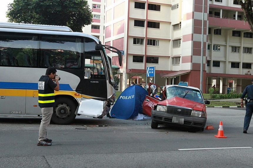 A TransCab taxi driver was killed in a crash between his vehicle and a private bus at Ang Mo Kio Ave 3 on Wednesday morning. -- PHOTO: LIANHE WANBAO