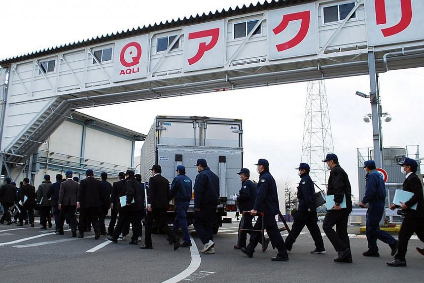 Police investigators entering the Gunma factory of Japanese frozen foods company Aqli Foods, a subsidiary of Japanese food company Maruha Nichiro Holdings at Oizumi in Gunma prefecture, north of Tokyo to inspect plant facilities on Jan 4, 2014. A pro
