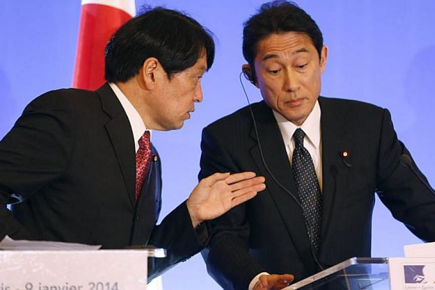Japan's Foreign Minister Fumio Kishida (R) listens to Japan's Defence Minister Itsunori Onodera during a news conference at the Quai d'Orsay French Foreign ministry in Paris, January 9, 2014. --PHOTO: REUTERS