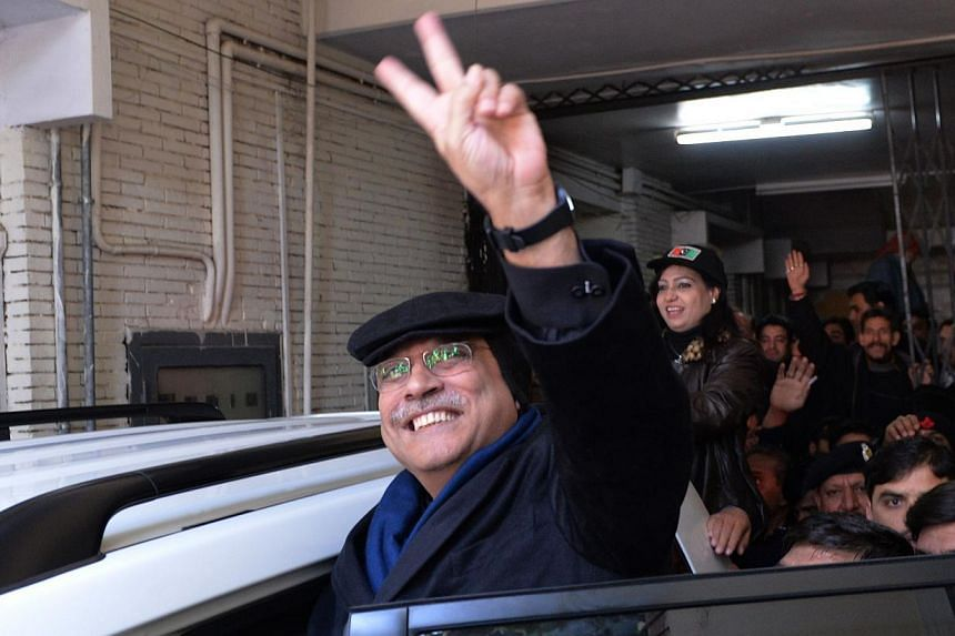 Former Pakistani President Asif Ali Zardari flashing a victory sign as he leaves an anti-corruption court after his hearing in Islamabad on January 9, 2014. Zardari appeared before an anti-corruption court on January 9 over multimillion dollar graft