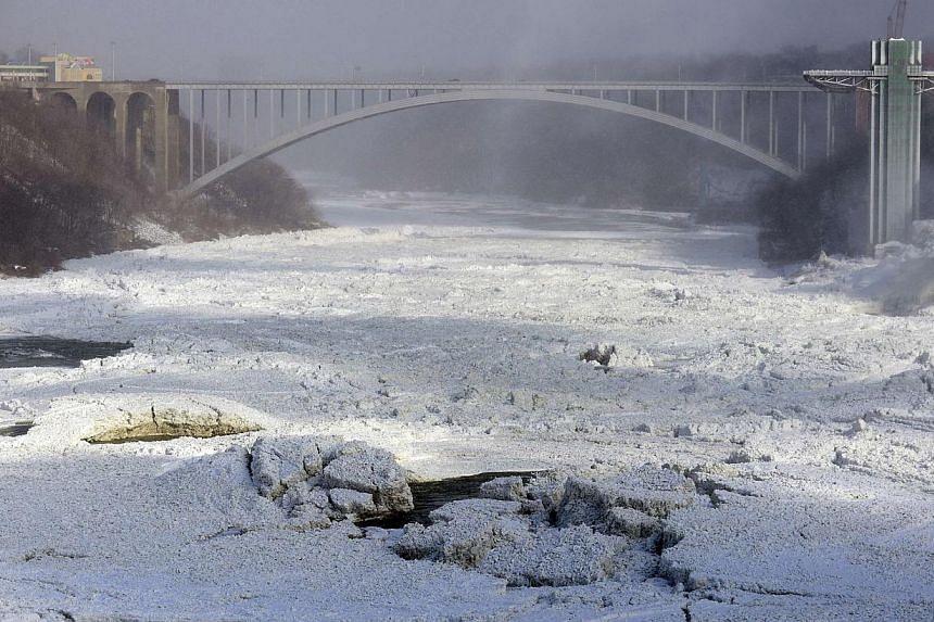 The Rainbow Bridge shown in Niagara Falls, Ontario, on Jan 8, 2014. -- PHOTO: REUTERS