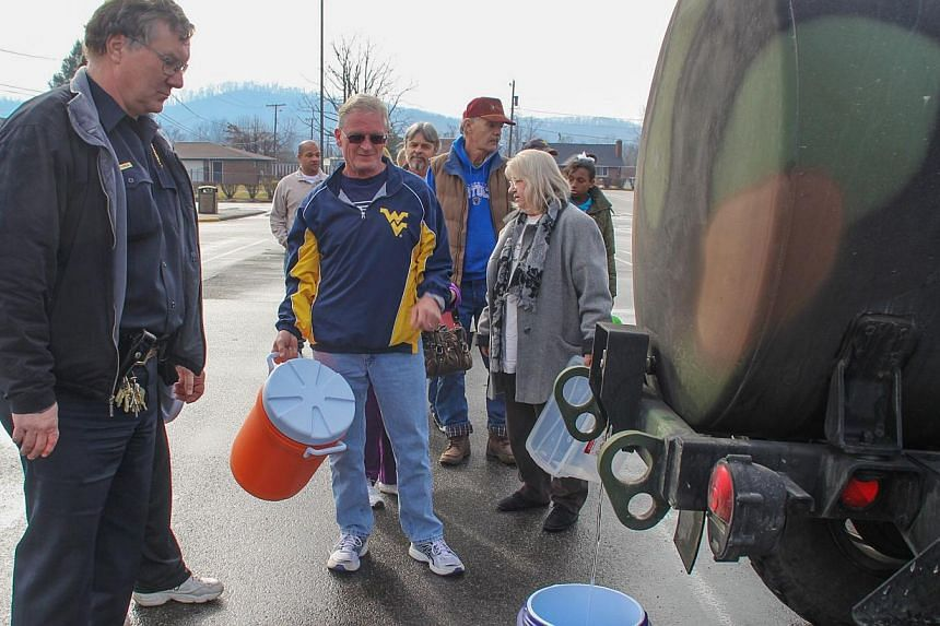 Residents line up for water at a water filling station at West Virginia State University in West Virginia, on Jan 10, 2014.Hundreds of thousands of people in West Virginia have been left without water after a chemical leak into a key river, off