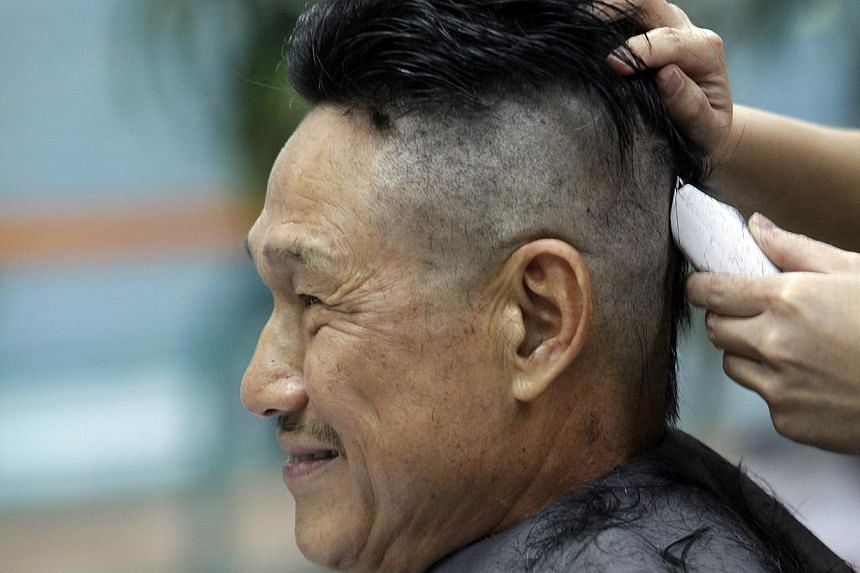 Mr Gwee Peng Hong getting his head shaved at Little Red Dot to raise funds for The Straits Times' School Pocket Money Fundon Jan 12, 2014. -- ST PHOTO: KEVIN LIM