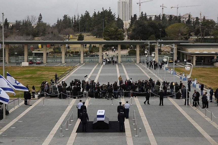 Members of the Knesset guard stand around the flag draped coffin of former Israeli prime minister Ariel Sharon as he lies in state at theKnesset, Israel's parliament, in Jerusalem, on Sunday, Jan 12, 2014. -- PHOTO: REUTERS