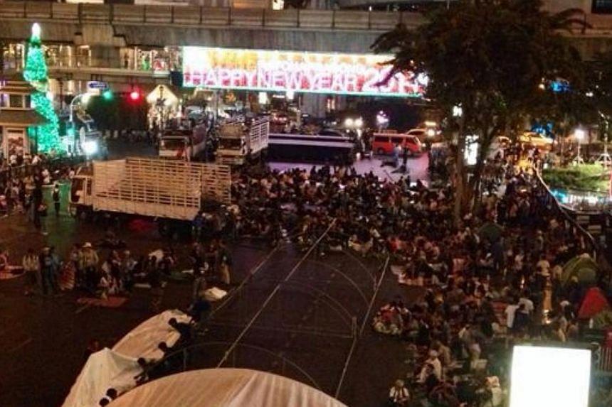 Protest outside Central World Shopping Centre in Bangkok on Jan 12, 2014.-- PHOTO: ELIZABETH LEE