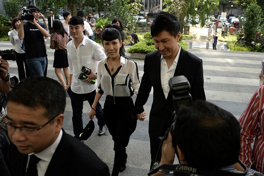 Kong Hee and Ho Yeow Sun arrive at the Subordinate Courts on Monday, Jan 13, 2014.-- ST PHOTO:DESMOND LIM