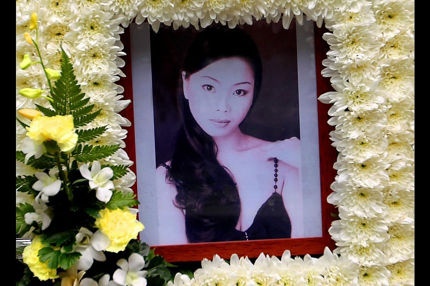 Determined to kill former girlfriend Mary Yoong Mei Lin (above)when she refused to patch things up with him, a 45-year-old man doused her with petrol and set her ablaze with a lighter at her aunt's Sengkang flat.-- TNP FILE PHOTO:JO