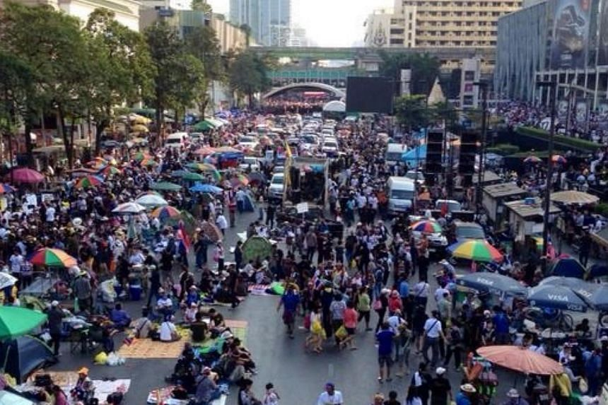 Protest outside Central World Shopping Centre in Bangkok on Jan 13, 2014. Singaporeans working in Bangkok say they are closely monitoring the unrest but are otherwise not to concerned. -- PHOTO: ELIZABETH LEE
