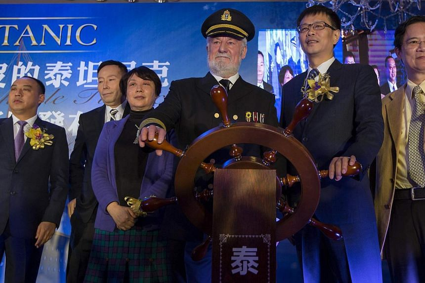 Bernard Hill (third, right), actor of captain Edward Smith in the 1997 Titanic movie, poses with Su Shaojun (second, right), CEO of Seven-Star Energy Investment Group (SSEG), during a news conference in Hong Kong on Jan 12, 2014. A life-sized replica