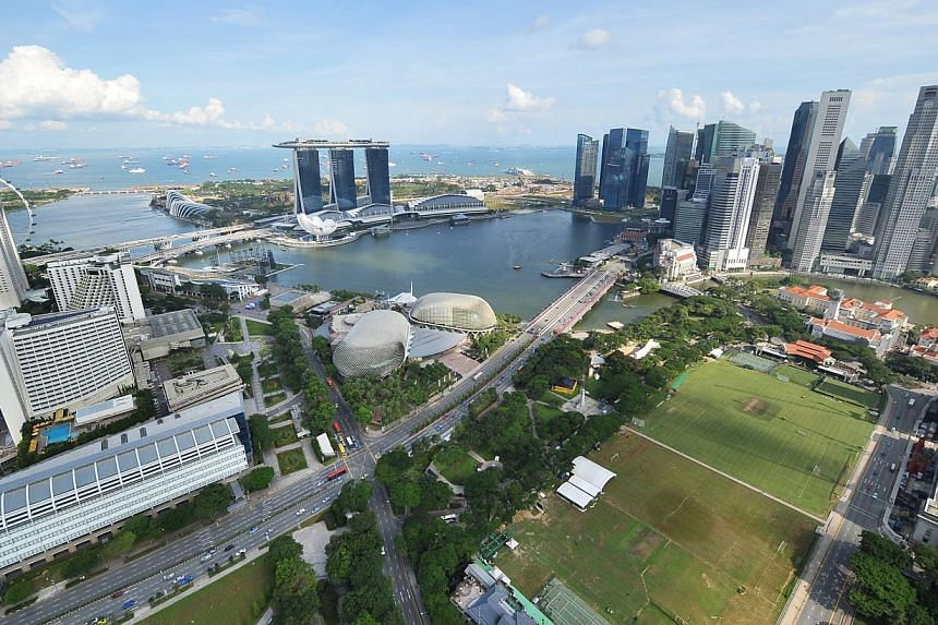 Smaller firms in Singapore reported lower revenues and profits on average last year due to the tighter labour market and rising business costs, according to a survey by the Singapore Business Federation (SBF). -- ST PHOTO: ALPHONSUS CHERN