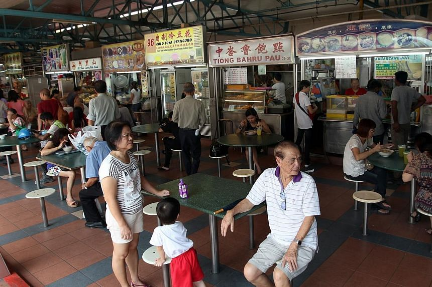 The National Environment Agency has clarified that the hawker-licensing rule which Environment and Water Resources Minister Vivian Balakrishnan scrapped on Monday was to deal with 'zhi char' stalls. -- ST FILE PHOTO: JASON QUAH