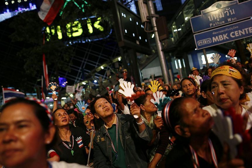 Anti-government protesters listen to a leader's speech as they occupy a major intersection in central Bangkok on Jan 13, 2014. The United States (US) on Monday urged ally Thailand to find a peaceful way to resolve deep differences as it applauded res