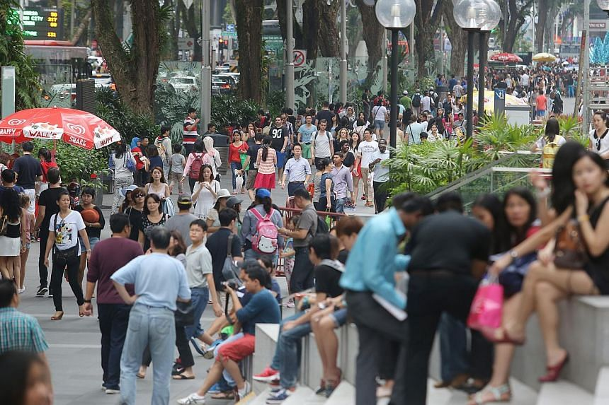 Takings by retailers in Singapore fell 8.7 per cent in November last year from the previous year, mainly due to a 41.8 per cent plunge in motor vehicle sales. -- ST FILE PHOTO: ONG WEE JIN