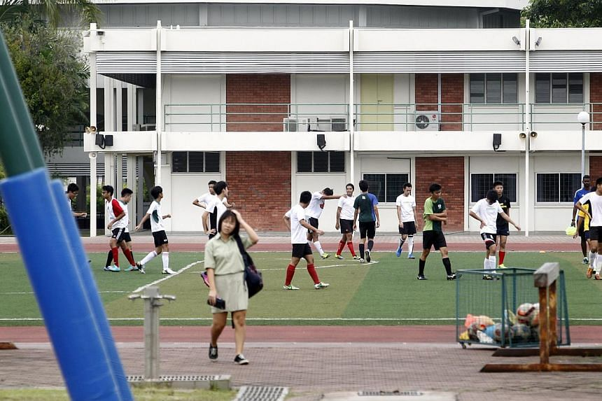 Students playing football in Temasek Junior College on Thursday, Jan 16, 2014.A 13-year-old student from Temasek Junior College died on Wednesday during a physical education lesson, after he reportedly had an asthma attack.-- ST PHOTO:&nb
