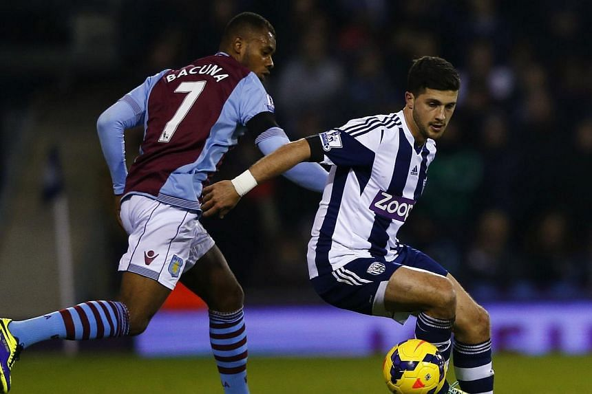 West Bromwich Albion's Shane Long (right) is challenged by Aston Villa's Leandro Bacuna during their English Premier League match at The Hawthorns in West Bromwich on Nov 25, 2013. Hull City were granted permission to open talks with Long on Thursday