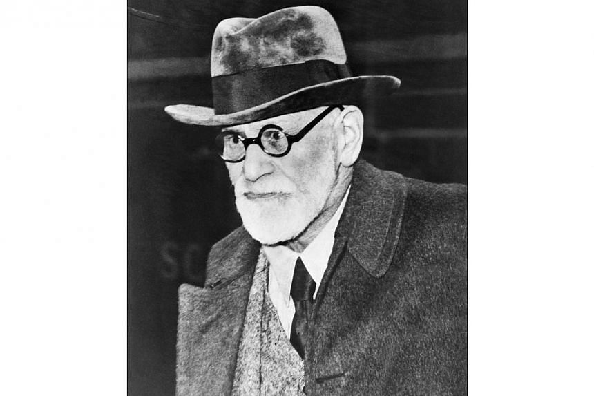 Austrian psychoanalyst Sigmund Freud arrives in Paris from Vienna on Aug 5, 1938.Thieves tried to steal the ashes of the founder of psychoanalysis Sigmund Freud and his wife from a crematorium in London, severely damaging a 2,400-year-old urn t