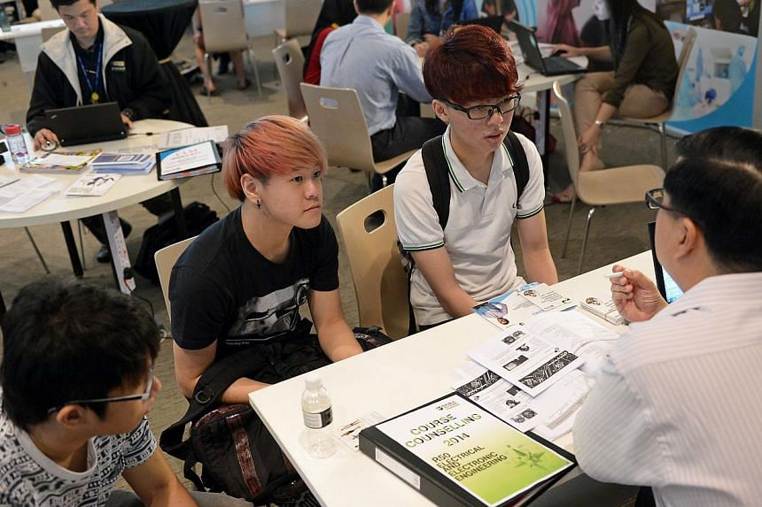 Potential polytechnic students at a course counselling session. Students who received their O-level results on Monday have until 4pm today to apply to a post-secondary institution. -- ST PHOTO: NG SOR LUAN
