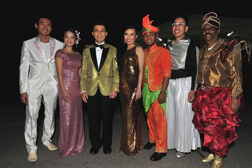 (From left) George Chan, Ms Lim Huimin, Senior Minister of State Lee Yi Shyan, Ms Khor Ai Ming, posing with other performers at the full dress rehearsal for Chingay 2014. -- PHOTO: DIOS VINCOY JR FOR THE STRAITS TIMES