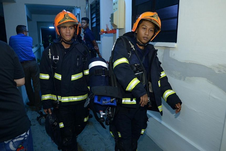 A fire in the living room of a 3-room flat in Ang Mo Kio Avenue 6 was put out by firemen from the Singapore Civil Defence Force (SCDF) on Monday evening, Jan 20, 2014. -- ST PHOTO: DESMOND WEE