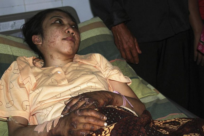 Indonesian domestic helper Erwiana Sulistyaningsih lies in a bed whilst being treated at a hospital in Sragen, Indonesia's Central Java province, on Jan 17, 2014. Hong Kong police Monday arrested a woman who allegedly severely injured her Indonesian