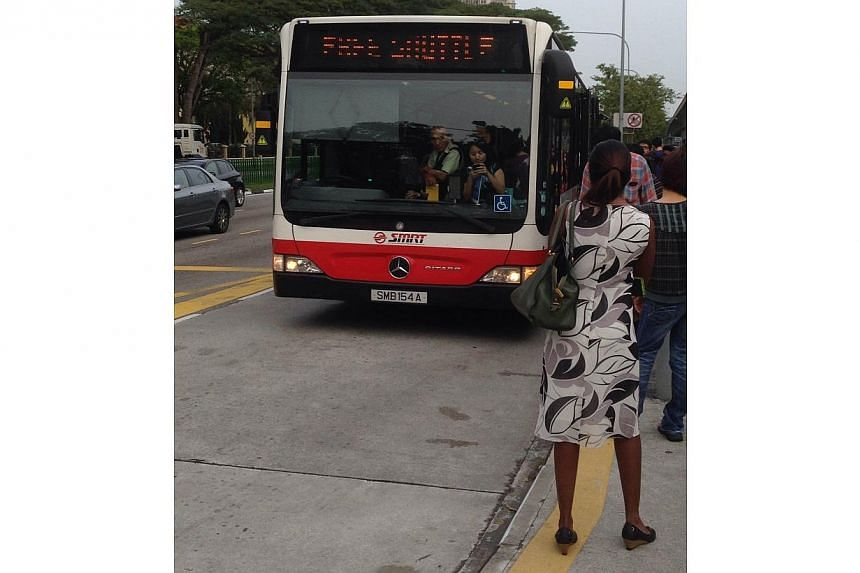 Free shuttle service at Yio Chu Kang MRT station. A train fault occurred on the North-South Line on Monday morning.-- ST PHOTO: ONG HWEE HWEE