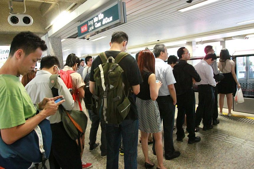 AMK MRT station on Monday morning, Jan 20, 2014. About 19,000 commuters were affected by the peak-hour delay due to a train fault which occurred on the North-South line on Morning morning. said train operator SMRT at a briefing. -- PHOTO: SHIN MIN