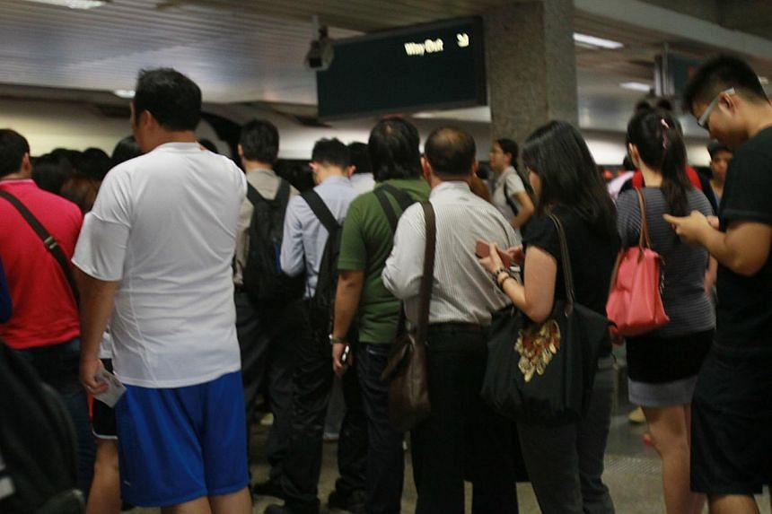 About 19,000 commuters were affected by the peak-hour delay due to a train fault which occurred on the North-South line on Morning morning. said train operator SMRT at a briefing. -- PHOTO: SHIN MIN
