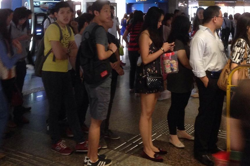 The crowd at Yio Chu Kang MRT station. A train fault occurred on the North-South Line on Monday morning. -- ST PHOTO: ONG HWEE HWEE