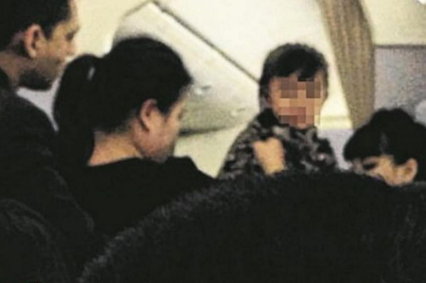 Travellers on Singapore Airlines flight SQ800 from Singapore to Beijing on Monday morning were held for 21 minutes because of a sick three-year-old child. -- PHOTO: STOMP