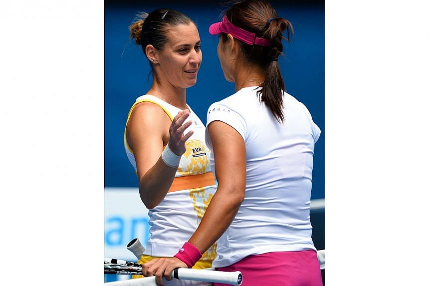 China's Li Na (right) shakes hands as she celebrates after victory in her women's singles match against Italy's Flavia Pennetta on day nine at the 2014 Australian Open tennis tournament in Melbourne on Jan 21, 2014. -- PHOTO: AFP