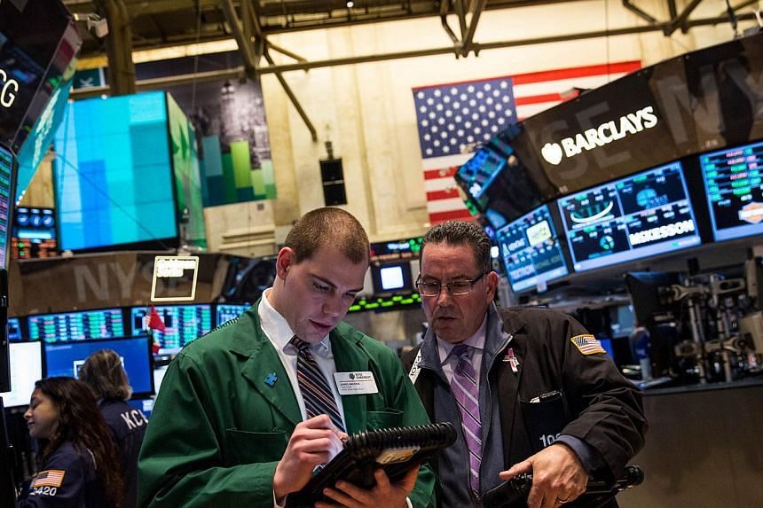 Traders work on the floor of the New York Stock Exchange on the evening of Jan 7, 2014 in New York City.United States stocks mostly rose on Tuesday, with the S&P 500 snapping a two-session decline as the materials sector rallied, though the