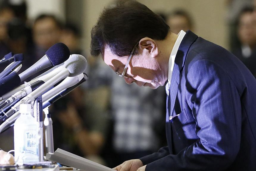 Tokyo Governor Naoki Inose bows during a news conference at Tokyo Metropolitan Government Office in Tokyo on Dec 19, 2013.Japanese prosecutors have questioned the man who resigned as Tokyo governor in December over a money scandal, media report