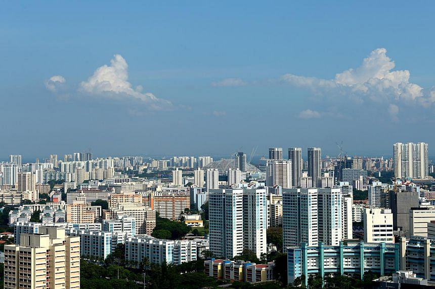 Resale prices of Housing Board flats in 2013 fell for the first time in eight years, according to HDB data for the fourth quarter of last year released on Friday. -- ST FILE PHOTO:JAMIE KOH