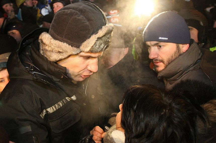 Head of Ukrainian UDAR (Punch) party Vitalii Klitschko speaks to protesters at the barricade in the centre of the Kiev late on Jan 23, 2014.Crunch talks between the opposition and President Viktor Yanukovych failed Thursday to end Ukraine's cri
