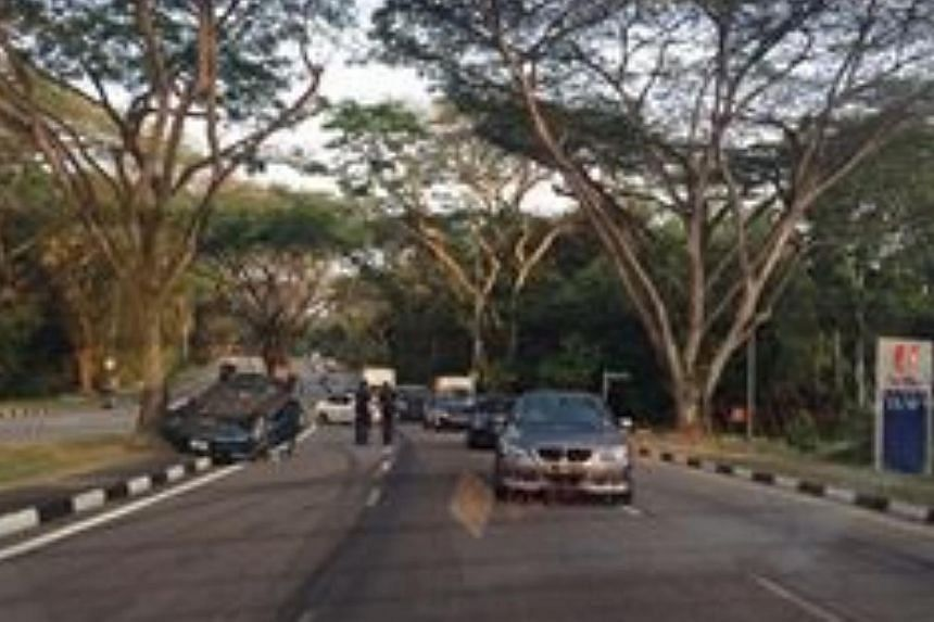 A picture of an accident, sent by a reader on Facebook. A woman and a toddler were injured in an accident involving a blue Honda and a taxi early Saturday morning, at the junction of Tagore Drive and Upper Thomson Road.-- PHOTO: ONLINE USER