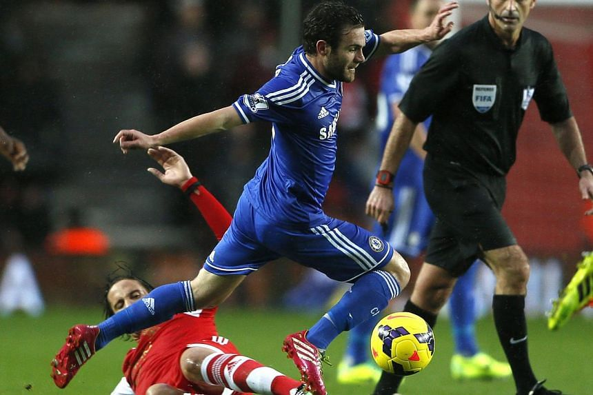 Southampton's Steven Davis (left) challenges Chelsea's Juan Mata during their English Premier League soccer match at St Mary's stadium in Southampton, southern England on Jan 1, 2014. -- FILE PHOTO: REUTERS