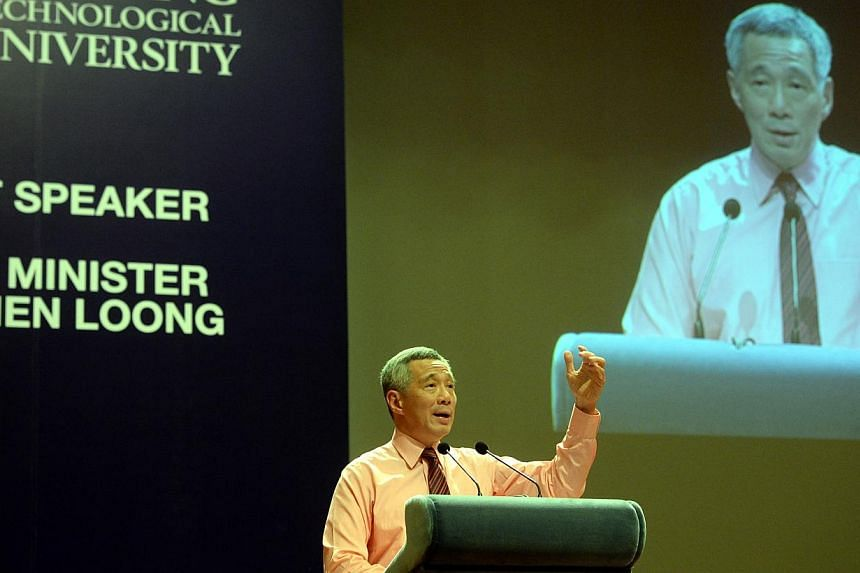 """Singapore Prime Minister Lee Hsien Loong held a dialogue session with over 1,000 university students on Tuesday night on the topic of """"Singapore - Progressing Together"""". Young Singaporeans need not worry that they will have a tougher time than th"""