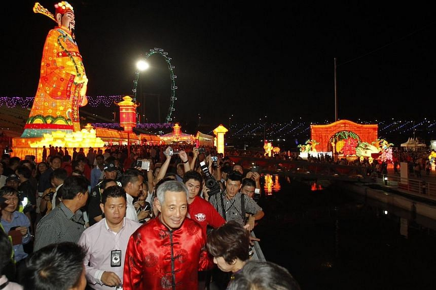 Prime Minister Lee Hsien Loong tours the various displays at the River Hongbao opening ceremony at on Jan 29, 2014. -- ST PHOTO: KEVIN LIM
