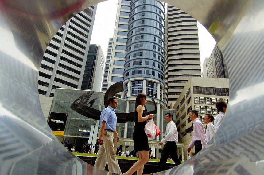 Consumers in Singapore stayed on the side of pessimism in the final quarter of last year, citing concerns about their future job prospects. -- FILE PHOTO:BLOOMBERG