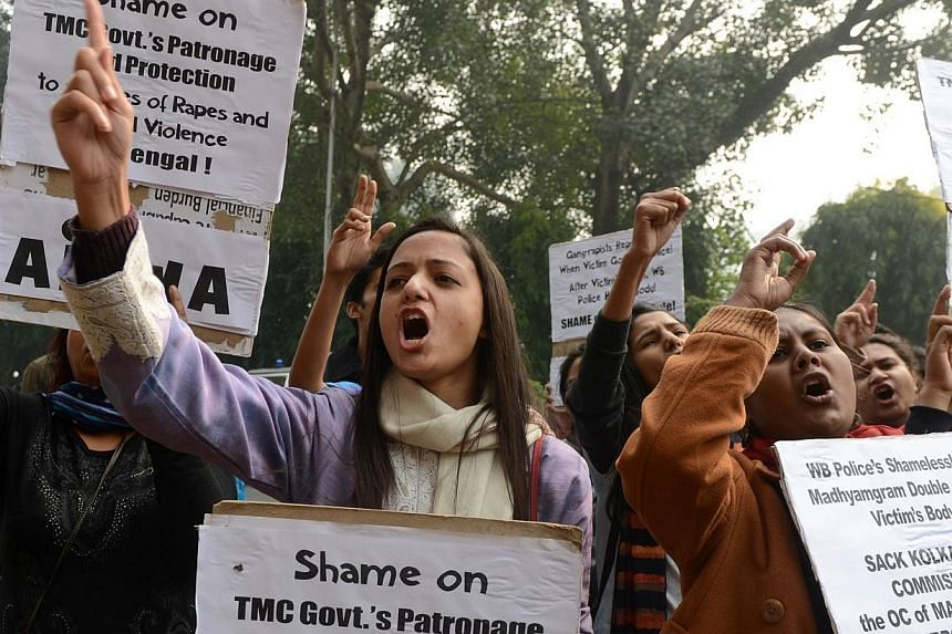University students from All India Students Association (AISA) and All India Progressive Women Association (AIPWA) shout anti-government slogans during a protest in New Delhi on Jan 4, 2014, after an Indian teenager was gang-raped in two separate att