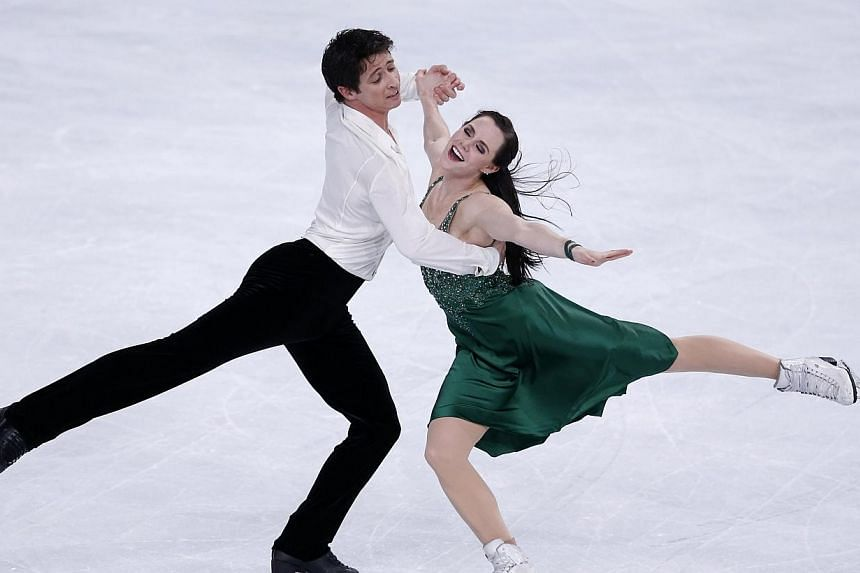 Tessa Virtue and Scott Moir of Canada practice during a training session before the ISU Bompard Trophy event at Bercy in Paris, on Nov 14, 2013.-- FILE PHOTO: REUTERS