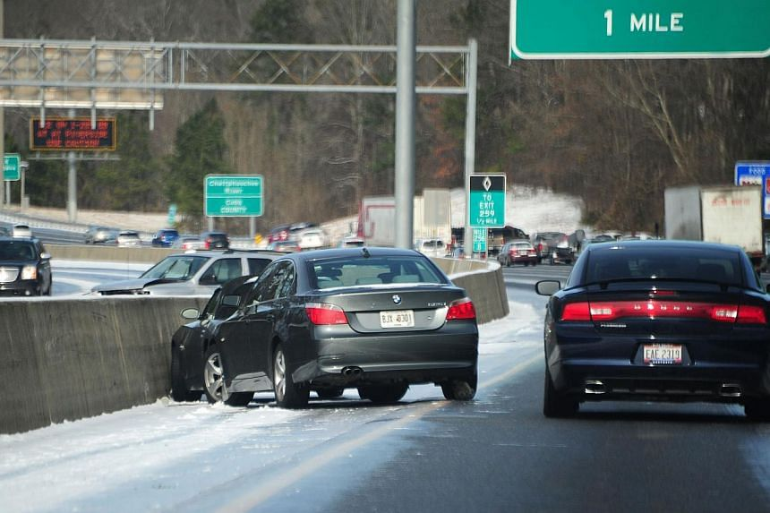 Cars sit on the side of Interstate 75 in icy conditions in Atlanta, Georgia, on Jan 29, 2014. -- PHOTO: AFP