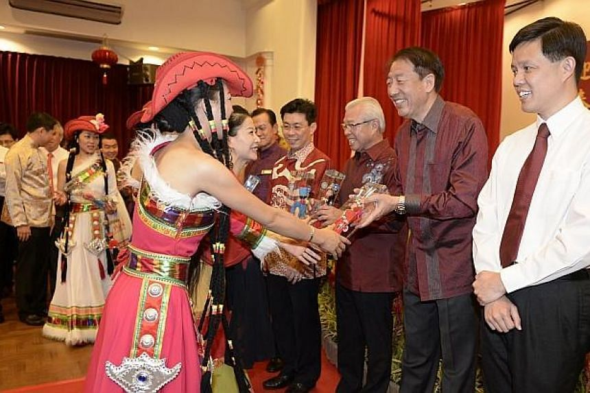 Dancers from Yunnan Opera Theatre present DPM Teo Cheen Hean and Mr Chan Chun Sing, Minister for Social and Family Development with some tokens of appreciation at the Spring Reception 2014.-- ST PHOTO:MUGILAN RAJASEGERAN