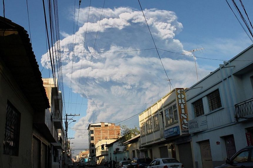 A cloud of ash and vapor spewed by the Tungurahua volcano can be seen from the city of Riobamba, Ecuador, on Feb 1, 2014. -- PHOTO: AFP