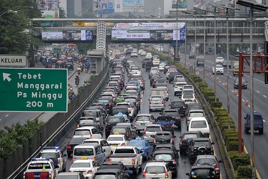 Traffic build up to avoid flooded areas in Jakarta, Jan 24, 2014. Flooding is a perennial problem in Jakarta, the political and economic heart of South-east Asia's biggest economy, which last year grew at its slowest pace in four years. -- PHOTO: AGE