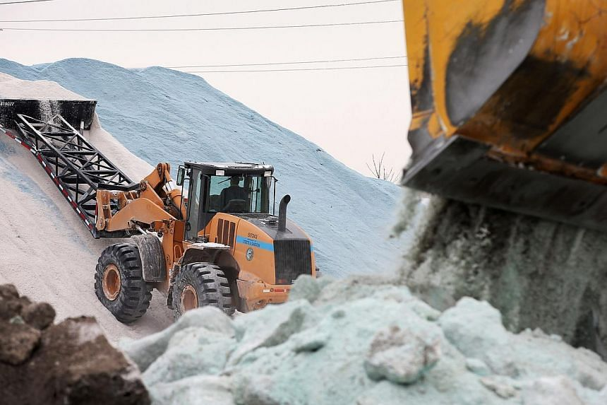 Streets and Sanitation workers prepare road salt as the city braces for another winter storm on Feb 4, 2014, in Chicago, Illinois. -- PHOTO: AFP