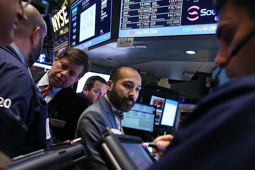 Traders work on the floor of the New York Stock Exchange on Jan 31, 2014 in New York City. United States (US) stocks slipped on Wednesday as technical support offset the latest batch of mixed data, which failed to lift sentiment after a string of sof